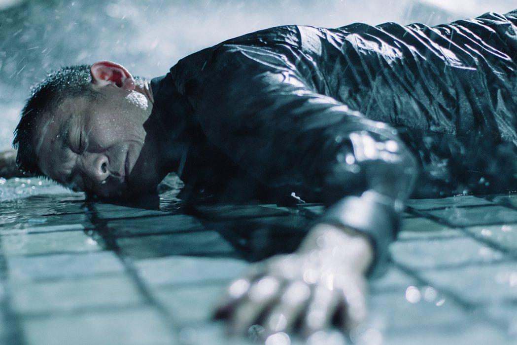 劉德華主演的「拆彈專家2」上映4天超越首集票房。圖/華映提供