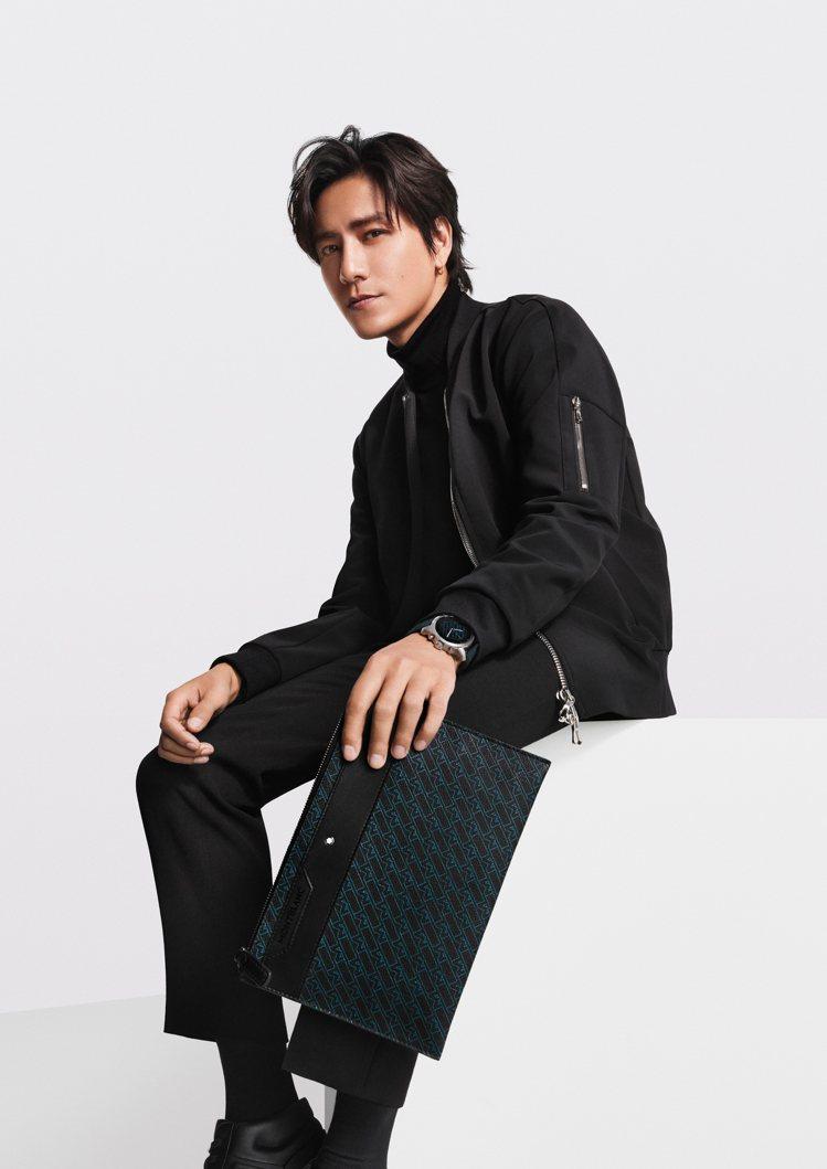 去年已於中國市場問世的M Gram 4810系列,品牌大使陳坤也選用了手拿包,灑...
