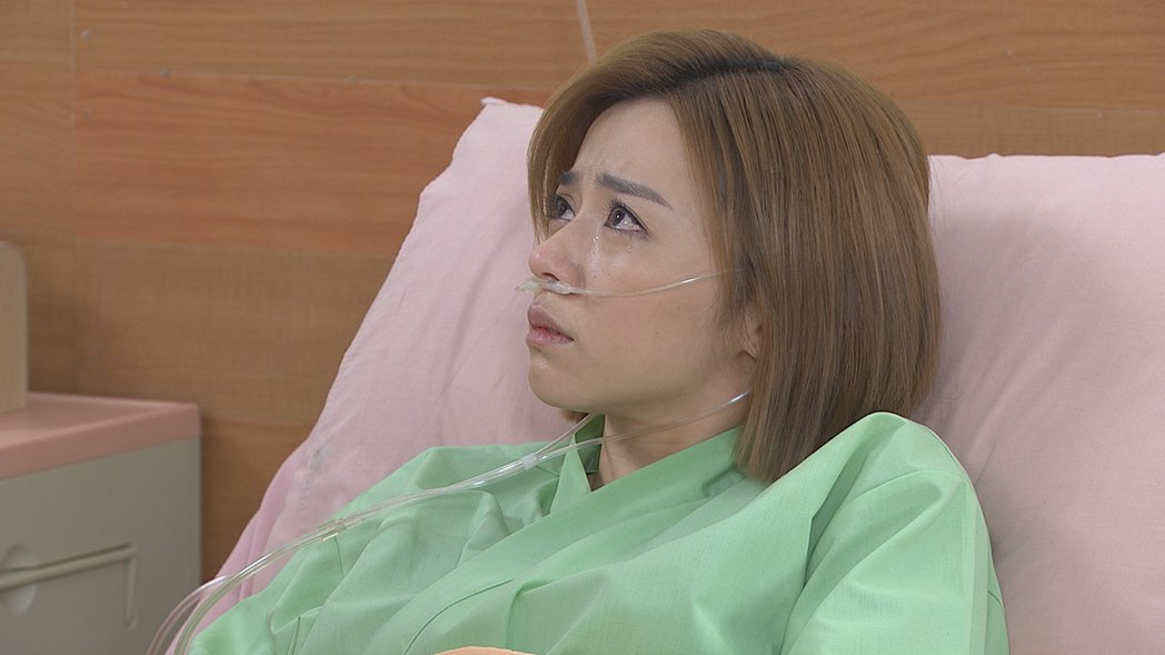 王瞳形容自己雙眼哭成「馬卡龍」。圖/民視提供