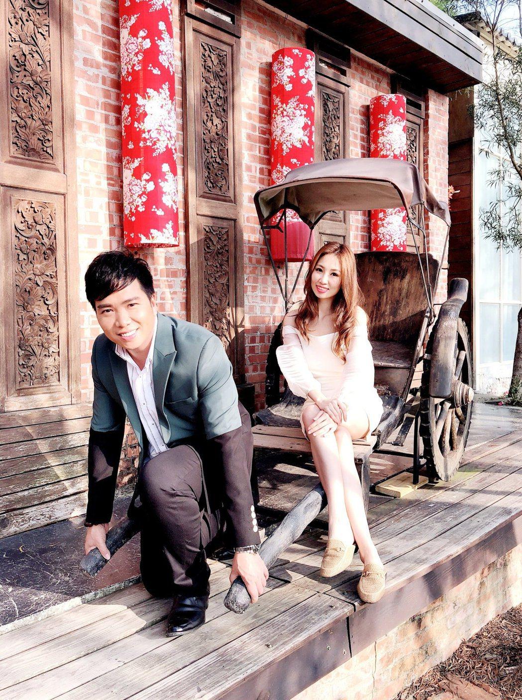 向蕙玲(右)揪師弟劉信明對唱新歌「深情戀夢」。圖/豪記唱片提供