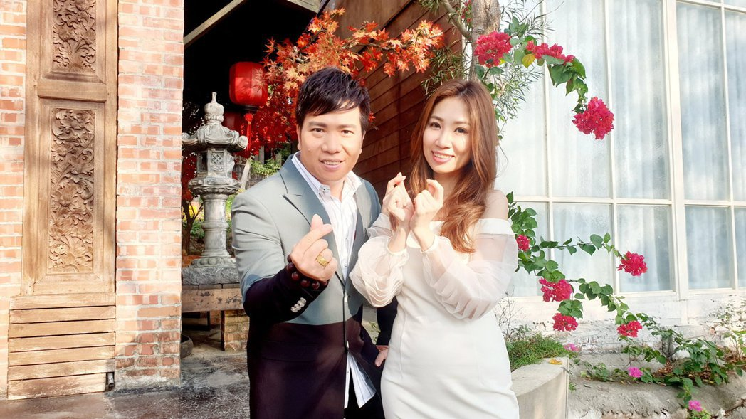 向蕙玲(右)透露一看到師弟劉信明就會笑場。圖/豪記唱片提供