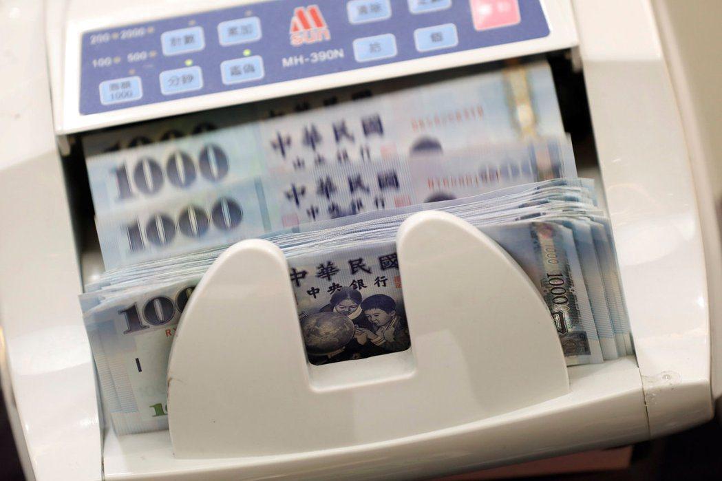 今年元月壽險業利變保單宣告利率全數出爐,主要壽險公司中有六家宣布共計調整38張保...