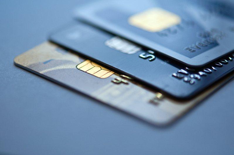 網友抱怨已表明不想被推銷辦信用卡,但業務人員的「不死心」,令他感到困擾。示意圖/ingimage授權