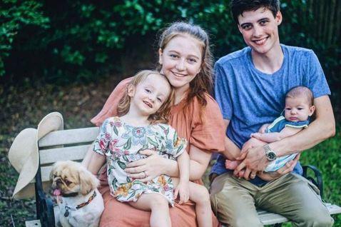 美國有一對年輕夫妻16歲就生孩子,兩人從此拍影片記錄育兒生活並上傳至YouTube,豈料因此爆紅,吸引逾150萬人訂閱關注。不過近日卻傳出兩人才剛迎來第二胎,老公蘭登克利福德(Landon Clif...