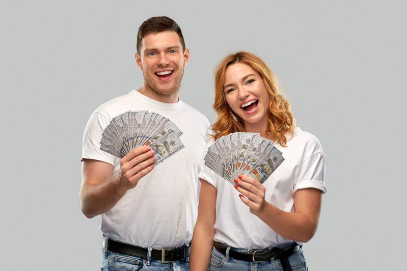 結婚前有好好談錢嗎?聽起來不浪漫,但卻可以幫助日後走得更穩定。越早談越好,現在就開始找方法!圖片來源:ingimage