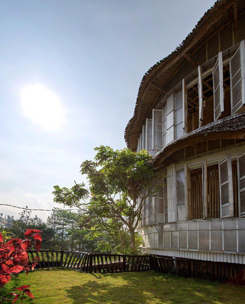 竹子與回收塑料的結合,環保且融入地方特色。圖/取自Ralrich Archite...