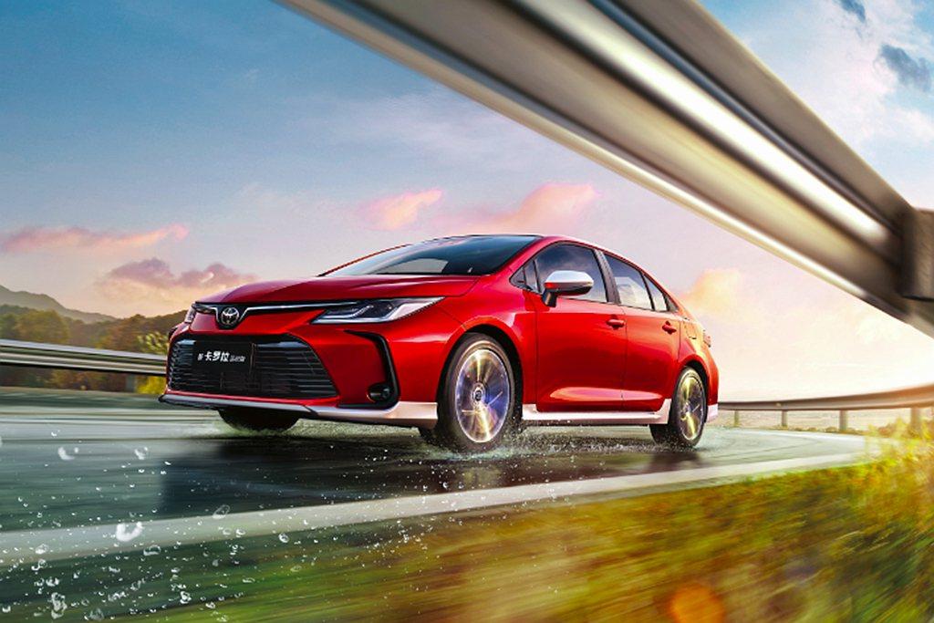 一汽豐田卡羅拉具備提供六速手排以及Direct shift CVT無段變速系統可...
