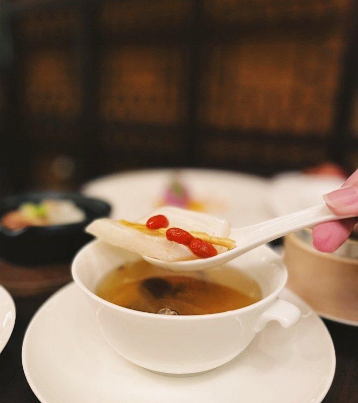 晶華2021年首推「美麗年華」一泊六享專案,將以食補和養生茶敘同步豐富旅客身心靈...