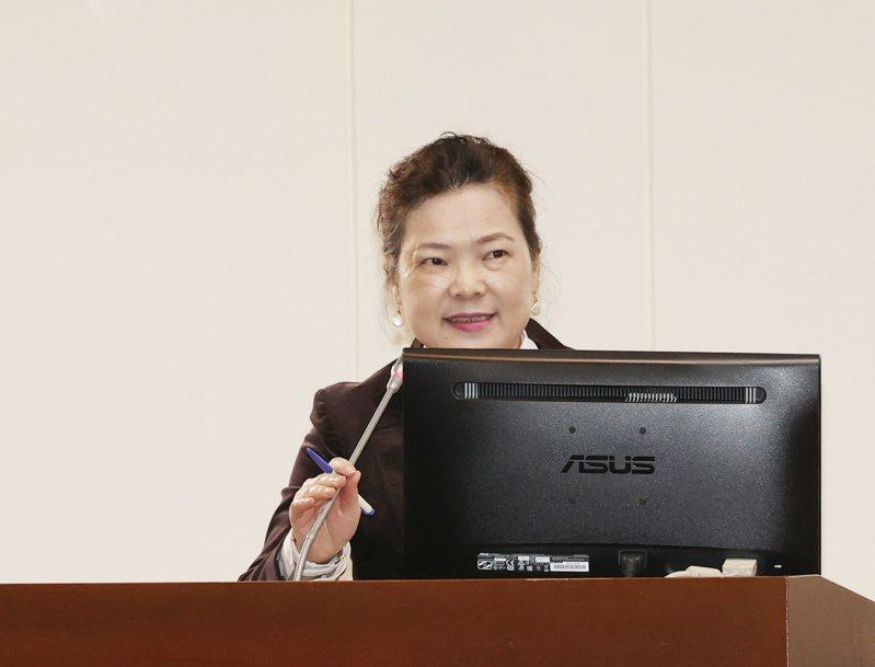 新台幣匯率狂升,經濟部長王美花受訪表示,長期而言,台灣傳統產業仍需要提升轉型,加大力度提升附加價值。記者曾原信/攝影