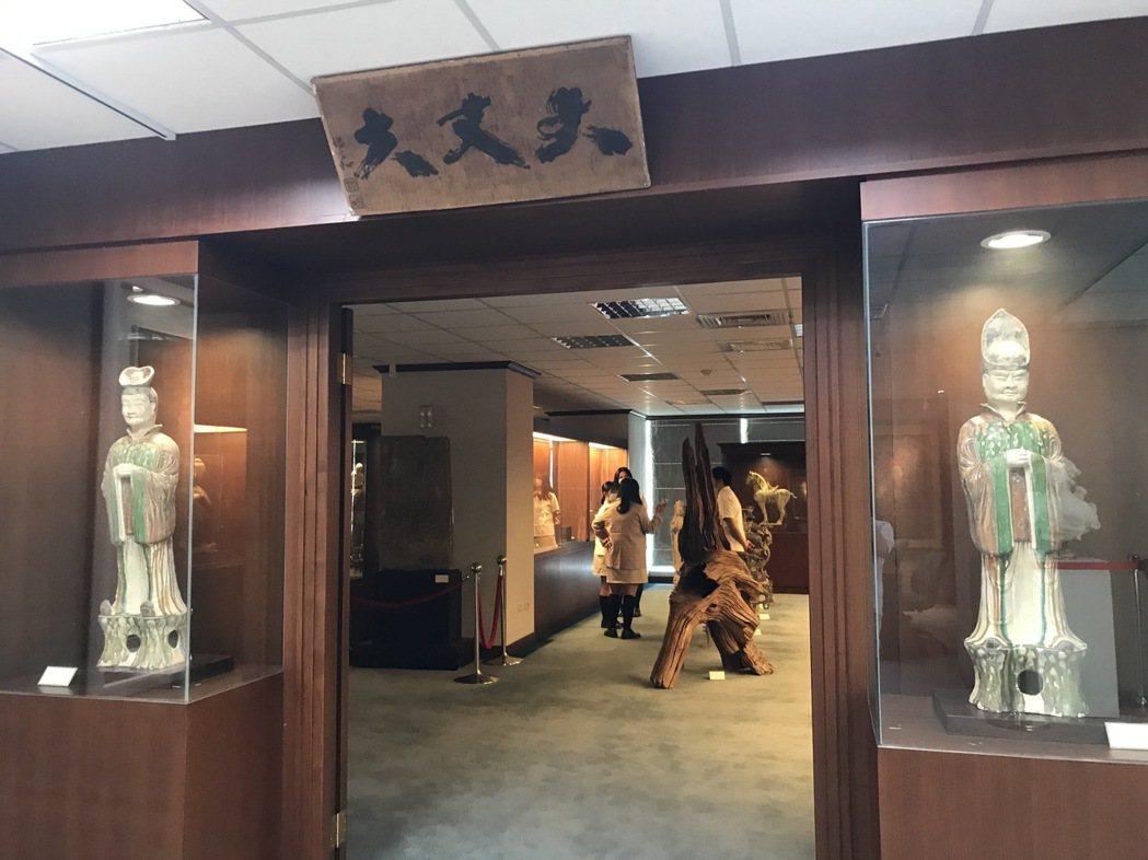 圖書館內文物室入口。宋依靜/攝影。
