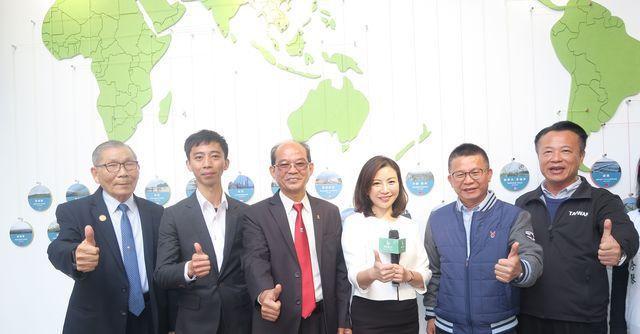 全臺灣第一座溫室展示中心參與導覽貴賓合影。 陳華焜/攝影