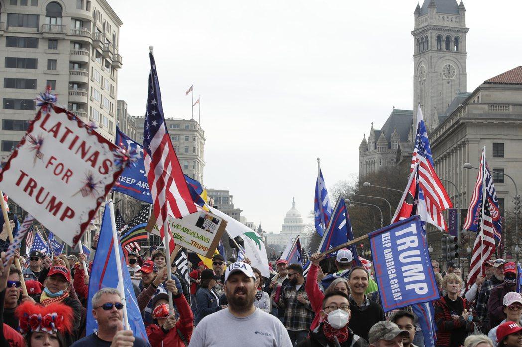 川普支持者12月上華府街頭表達支持。美聯社