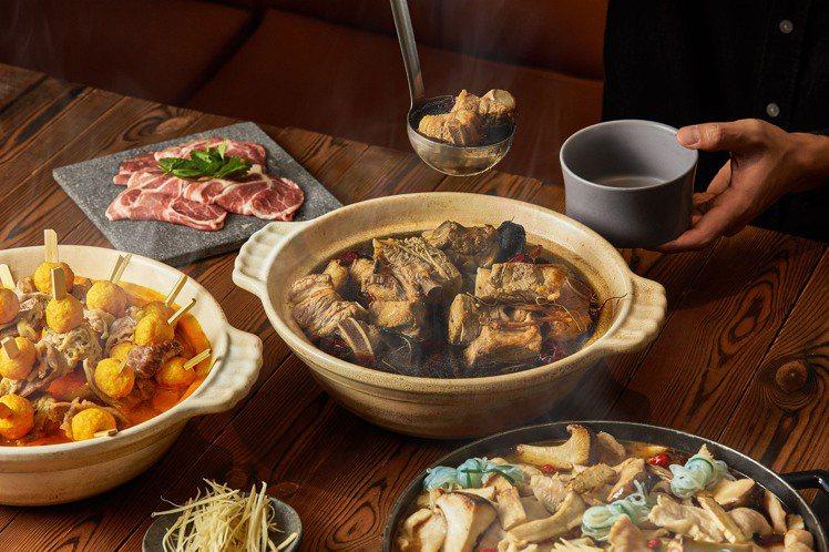 麻辣魚蛋鍋、肉骨茶鍋、日式壽喜燒鍋是超人氣鍋物。圖/台北國泰萬怡酒店提供