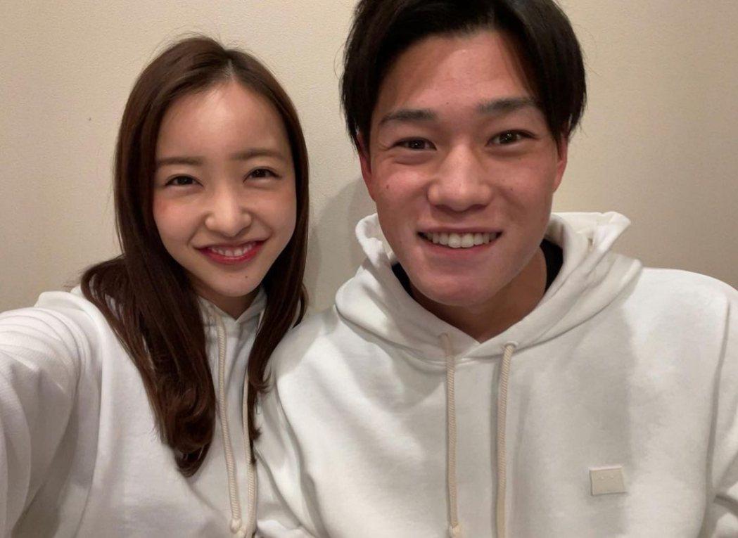 板野友美與高橋奎二登記結婚。圖/摘自IG