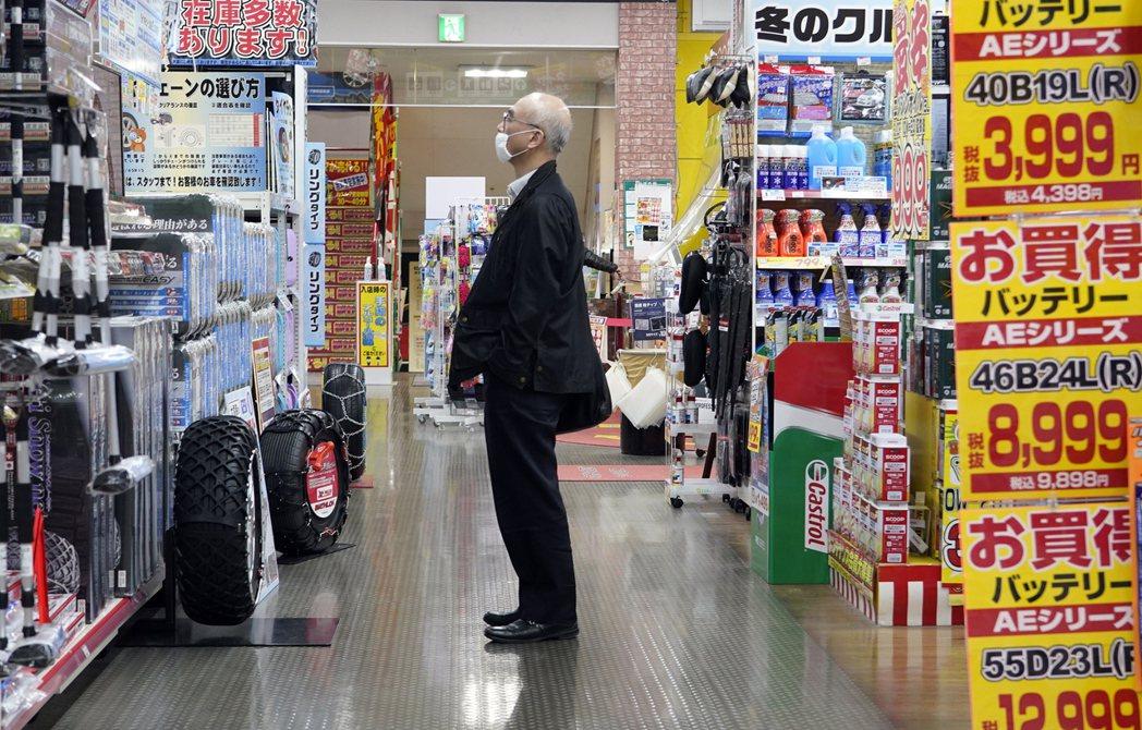 日本部分商家的標價現在已經有含稅及不含稅的價格。歐新社