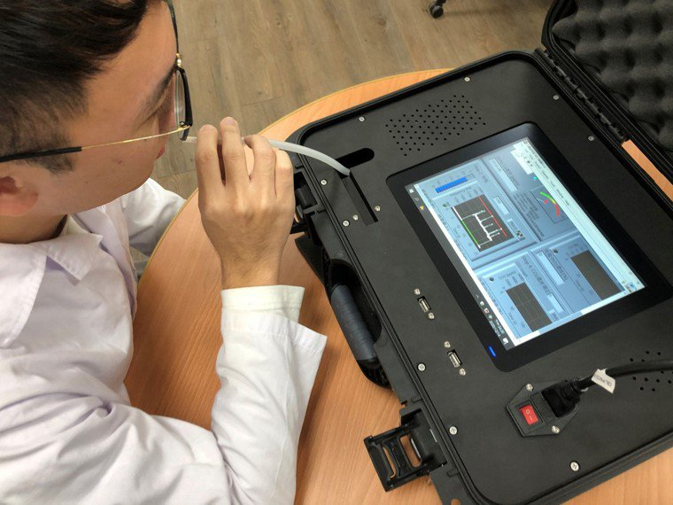 台師大研發糖尿病患者吹氣即可能評估血糖高低的居家型儀器。圖/台師大提供