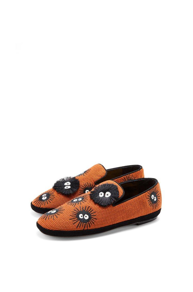棕褐色灰塵精靈平底鞋,3萬元。圖/LOEWE提供