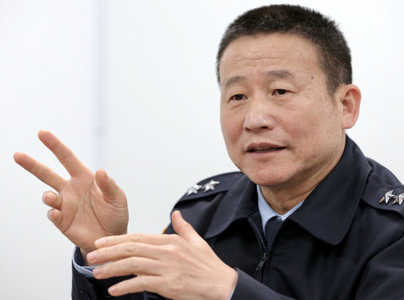 黑鷹失事生還者、國防部通資次長曹進平接受本報獨家專訪。記者林俊良/攝影