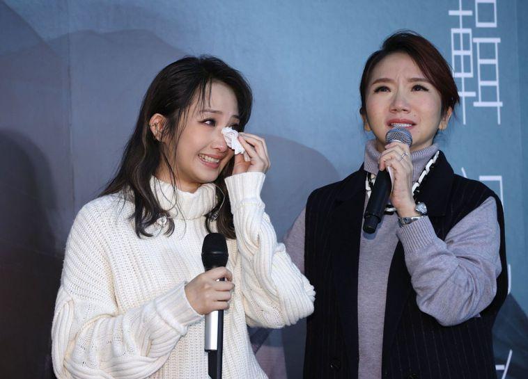 朱俐靜發片記者會自爆罹患乳癌,主持人陶晶瑩聽聞也心疼哽咽。記者杜建重/攝影
