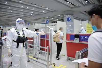 北京市政府新聞辦主任、市政府新聞發言人徐和建5日表示,北京決定對入境進京人員實施「14+7」健康管理措施。(圖/取自新京報)