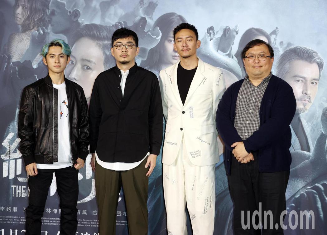 電影「緝魂」預告發布會,監製唐在揚(右一)、導演程偉豪(左二)、男主角張震(右二...