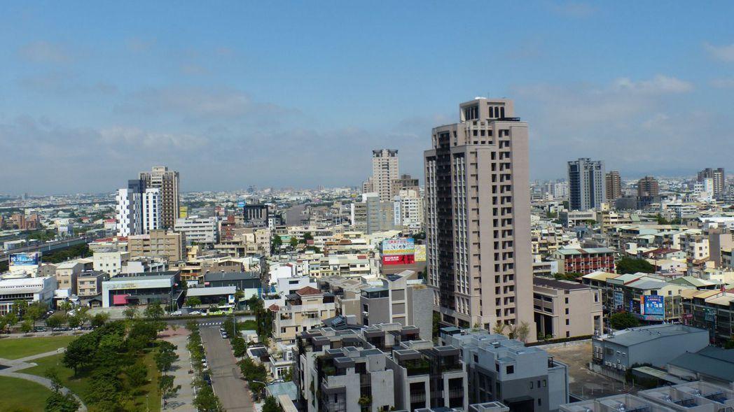 據實價登錄最新揭露,台中七期惠中二街精華區段出現總價高達8.88億元,地坪約34...
