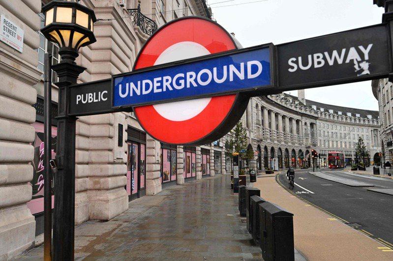 英國五日起第三度封城,倫敦著名購物街「攝政街」空蕩蕩。(法新社)