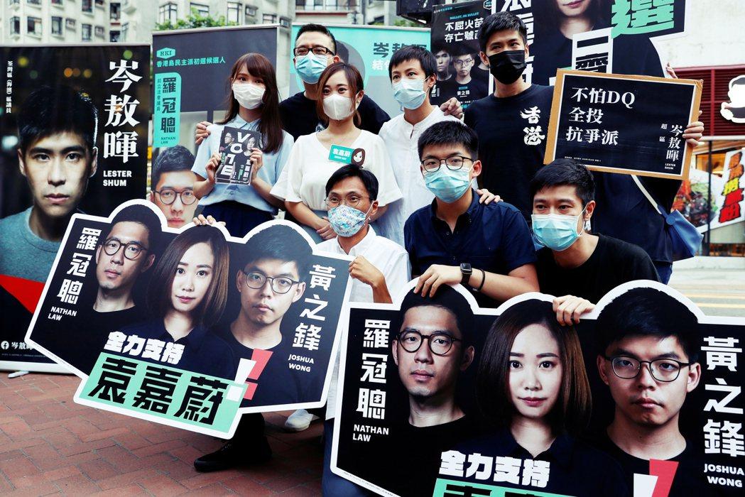 圖為2020年7月11日為袁嘉蔚的立法會選舉宣傳造勢。圖中由左至右分別是:周庭、...