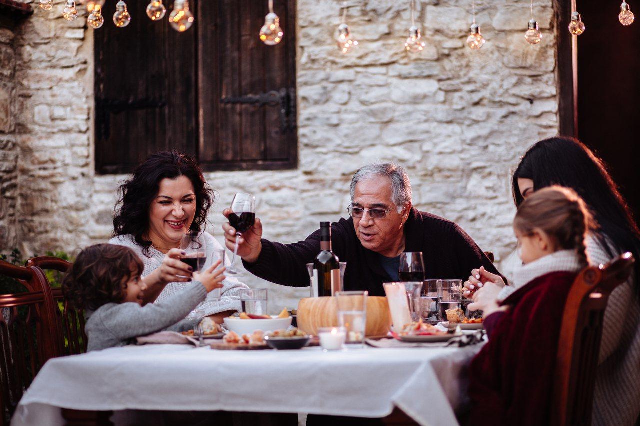 義大利政府每月提供約 480 歐元給嚴重失能的老人,少數地方政府另外發放 300...