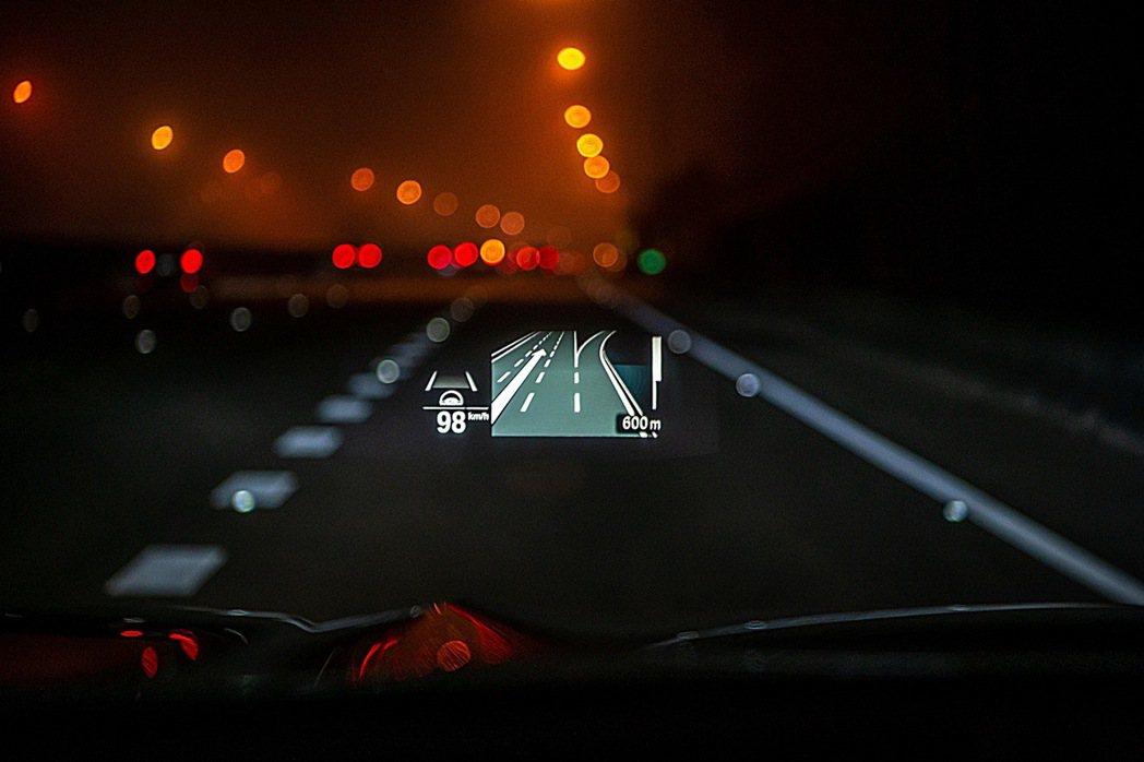 全新BMW X3、X4白金領航版全車系標配可投射BMW智能衛星導航系統、Appl...