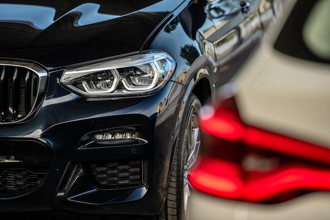 全新X3、X4白金領航版全車系標配進階LED主動式轉向頭燈與遠光燈輔助系統,搭配...