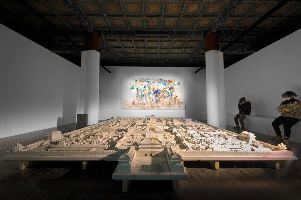 VR作品《夢遊紫禁城》展覽現場照。 圖/林毅攝影,蔡工作室&誠品畫廊提供