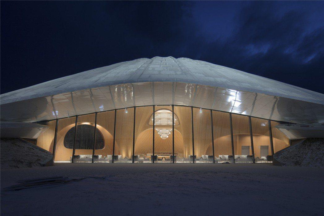 亞布力企業家論壇永久會址內部以木頭,營造出溫暖感。圖/MAD