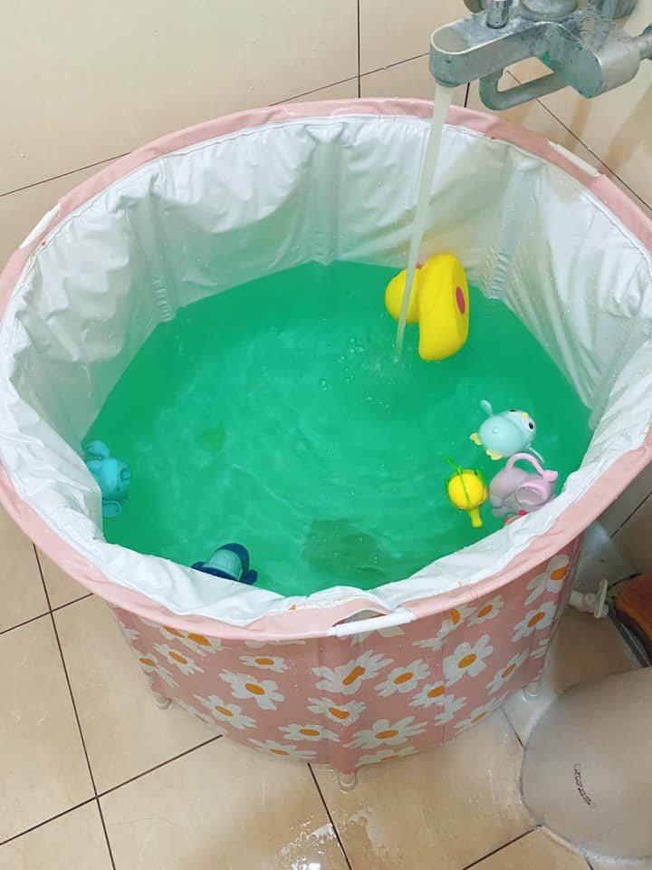 女網友買了高CP值的生活小物,即使家中沒有浴缸也能泡澡。圖擷自爆廢公社二館