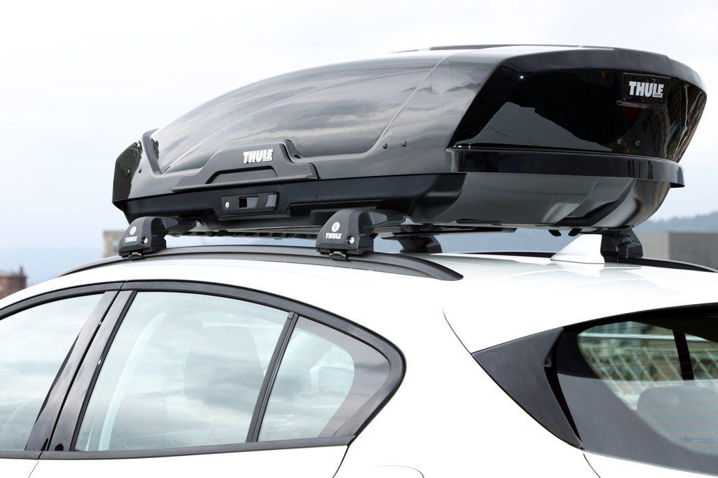 最高載重75kg的運動車頂架,搭配上早鳥限量優惠的THULE行李箱與橫桿組。 記...