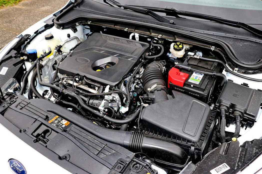 EcoBoost 182渦輪增壓引擎,擁有182hp/ 24.5kgm的輸出表現...