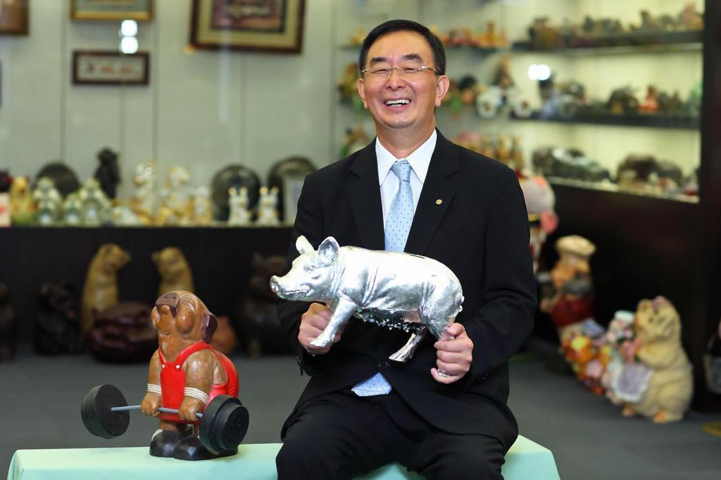 麗明營造於總部設立豬博物館,希望透過逾12,000多隻大大小小的豬擺飾,將「圓融...