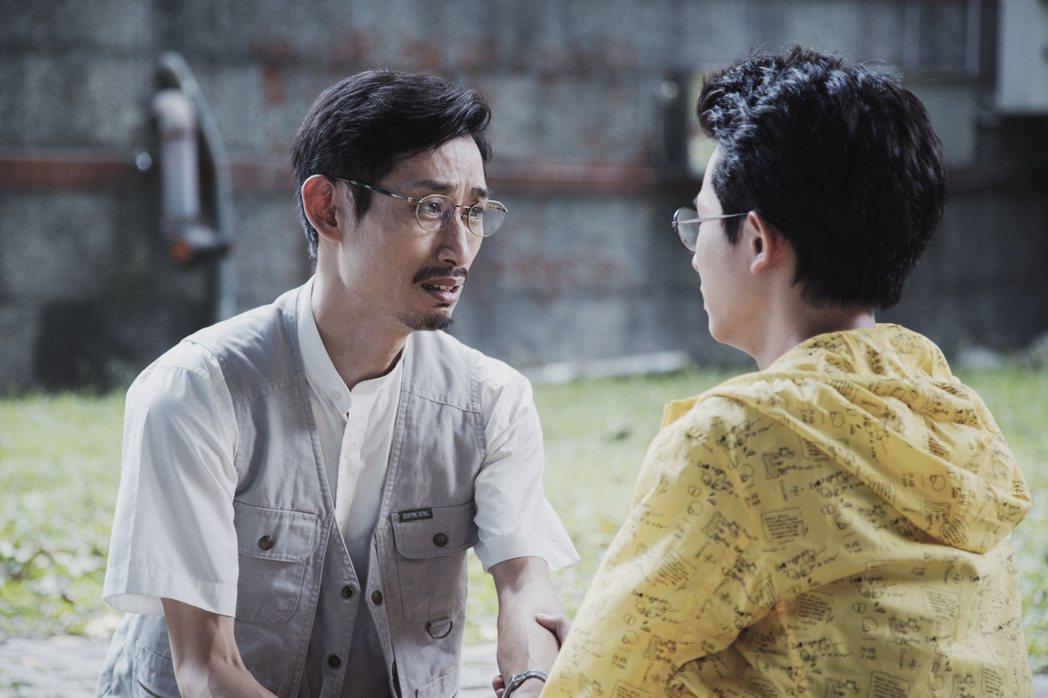 陳竹昇《戒指流浪記》與林暉閔父子關係卡卡,戲外卻是個會觀察女兒喜好的好爸爸。 圖