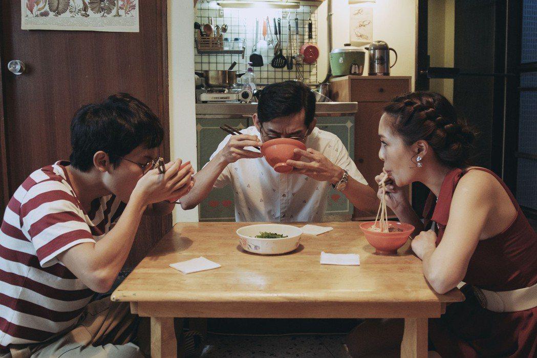 陳竹昇《戒指流浪記》與林暉閔父子關係卡卡 戲外卻是個會觀察女兒喜好的好爸爸。 圖...