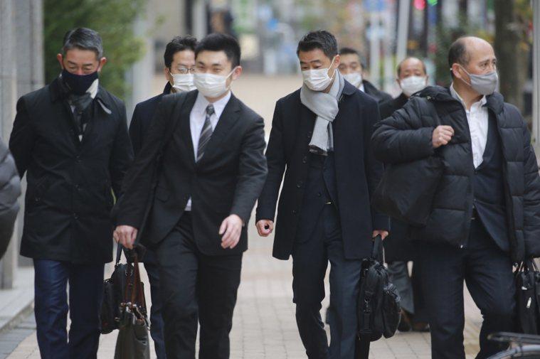 學者推估,要讓東京疫情降溫到每日僅新增確診100例,約需2個月的時間。 圖/美聯...