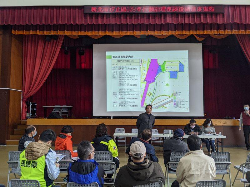 內政部營建署在汐止區公所舉辦社會住宅興辦計畫座談會,因缺乏交通相關配套計劃,引起地方強烈反彈。 圖/觀天下有線電視提供