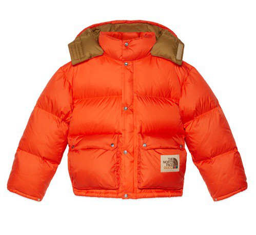 The North Face x Gucci聯名橘色羽絨衣,58,000元。圖/...
