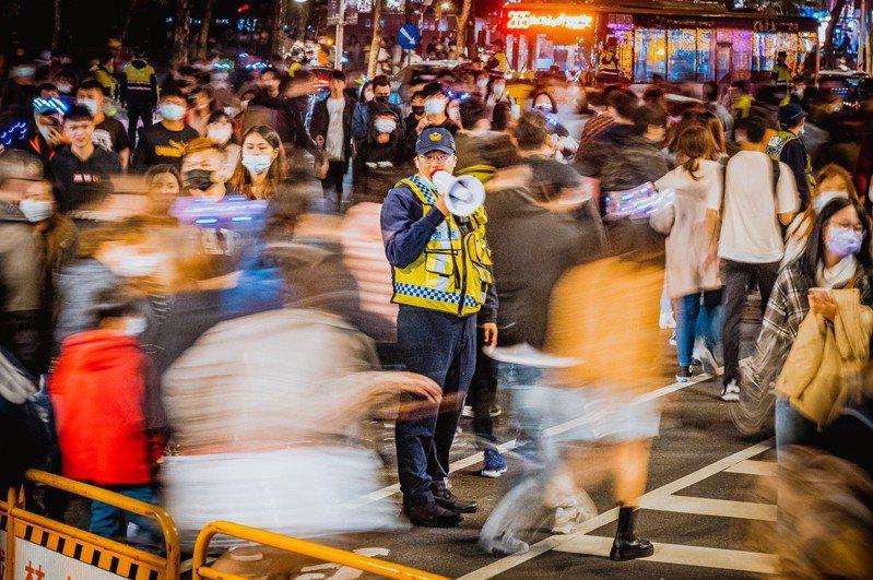 新北歡樂耶誕城成功舉辦得以歸功防疫的成果。圖/新北市政府警察局提供