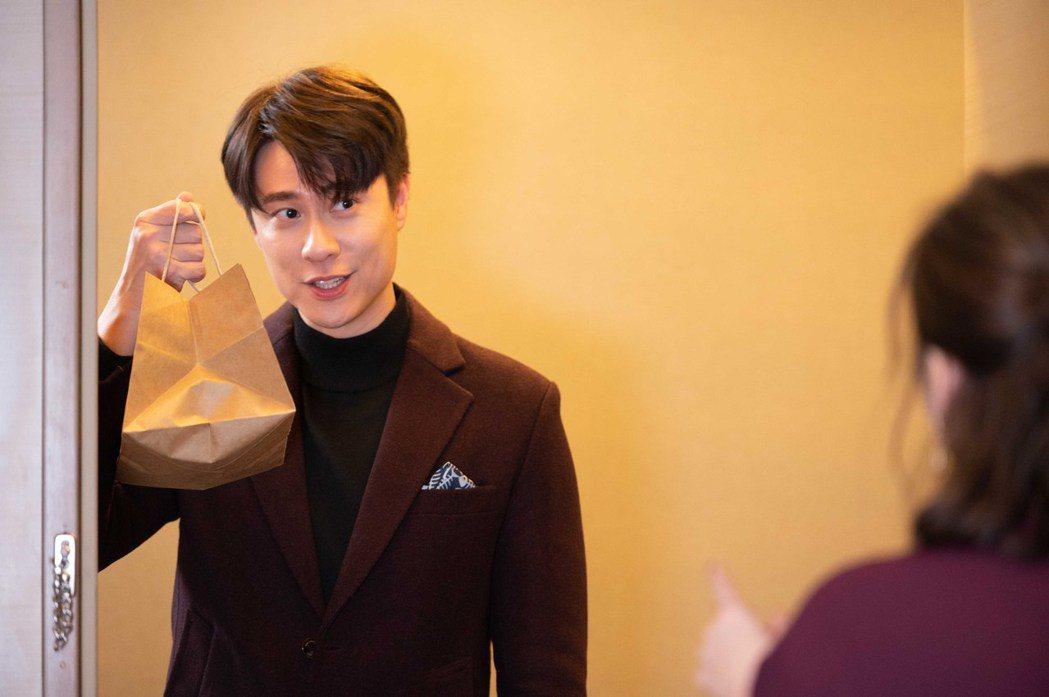 劉書宏驚喜現身送早餐。圖/TVBS提供