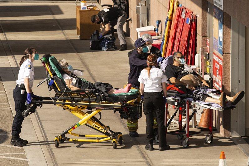 加州洛杉磯郡的救護人員5日將患者送入洛杉磯郡南加大醫院急診部,當局已發布即刻生效通告,指示救護人員節約使用氧氣。歐新社