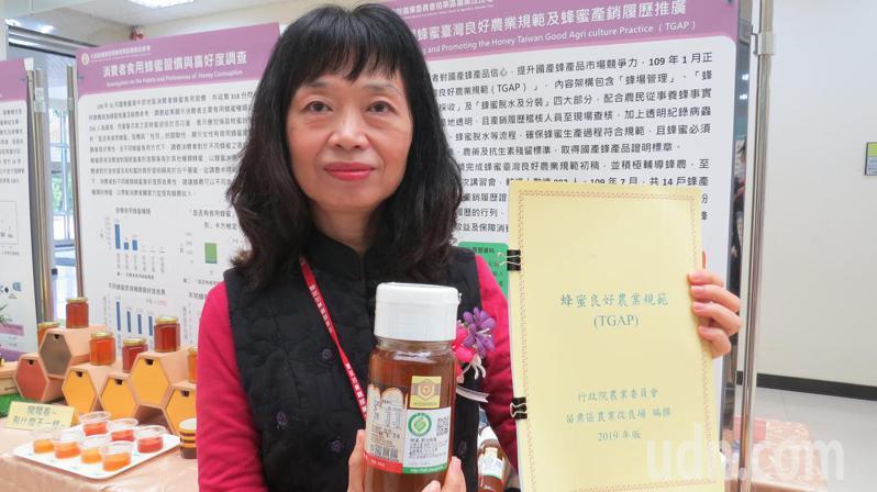 農委會苗栗區農業改良場制定規範,並認證「蜂產品產銷履歷」,消費者不用擔心買到摻假蜜的產品。記者范榮達/攝影