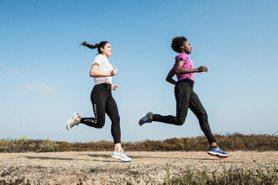 保護雙腳、陪你走跳!ASICS經典緩震跑鞋、New Balance山系潮履再進化