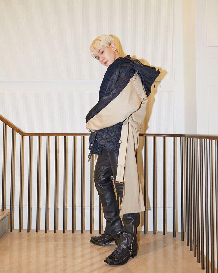 EXO伯賢穿限定版可拆式連帽絎縫尼龍及棉質大衣,11萬5,000元。圖/取自IG