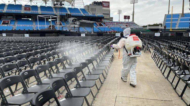 桃園市在去年日前舉辦3場舉辦五月天演唱會,共抓到7名自主健康管理者違反防疫規定參...