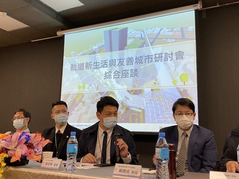 台中市政府交通局在台北舉辦「軌道新生活與友善城市」研討會,廣邀轉運站營運業者、軌道專家學者及政府軌道相關部門,討論軌道城市發展。 圖/台中交通局提供